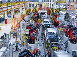 linia produkcyjna w zakładzie motoryzacyjnym
