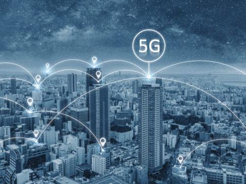 ilustracja łączności 5G w mieście