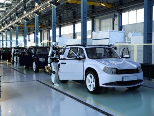 fabryka aut z robotami