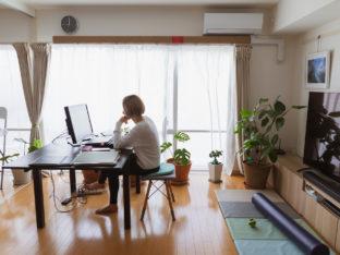 kobieta pracująca zdalnie