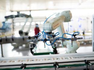 przemysłowy robot kawasaki